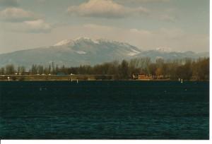 I monti Lessini ammantati di neve, visti dal lago Inferiore ( Mantova )